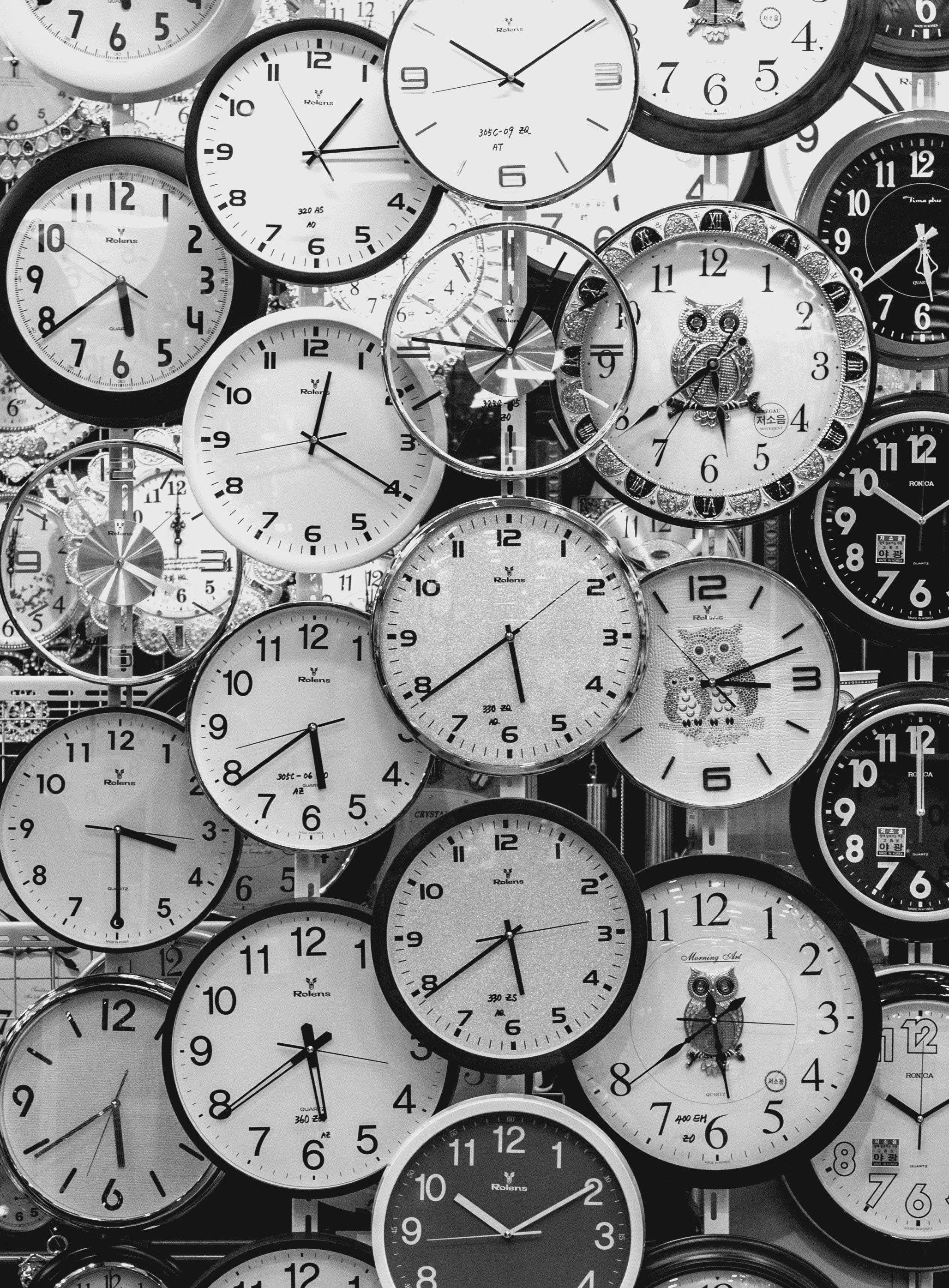 black-and-white-black-and-white-clocks-707676 (1)