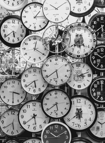 black-and-white-black-and-white-clocks-707676 (1)